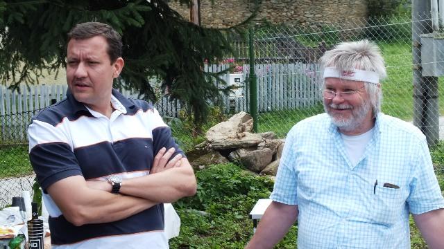 Tibor Takáč (na snímke vpravo) stretnutia s voličmi nezanedbava.